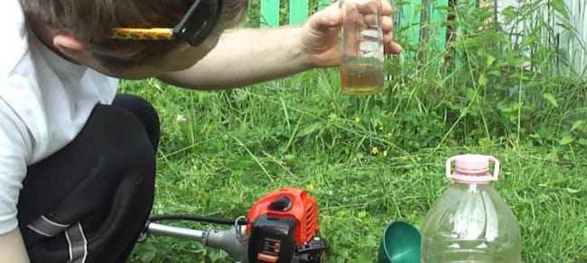 Сколько храниться масло для двухтактных двигателей