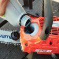 Бензин и масло для триммера: в каких пропорциях разводить, сколько топливной смеси лить в двигатель, нормы расхода топлива, как его заливать в мотор?