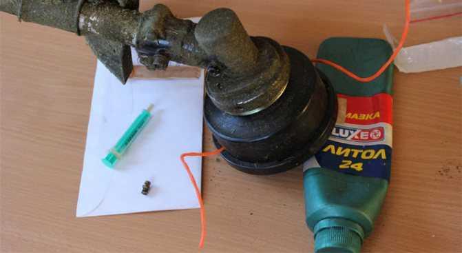 Как и чем смазывать валы в штанге мотокосы. Какую использовать и как смазать?